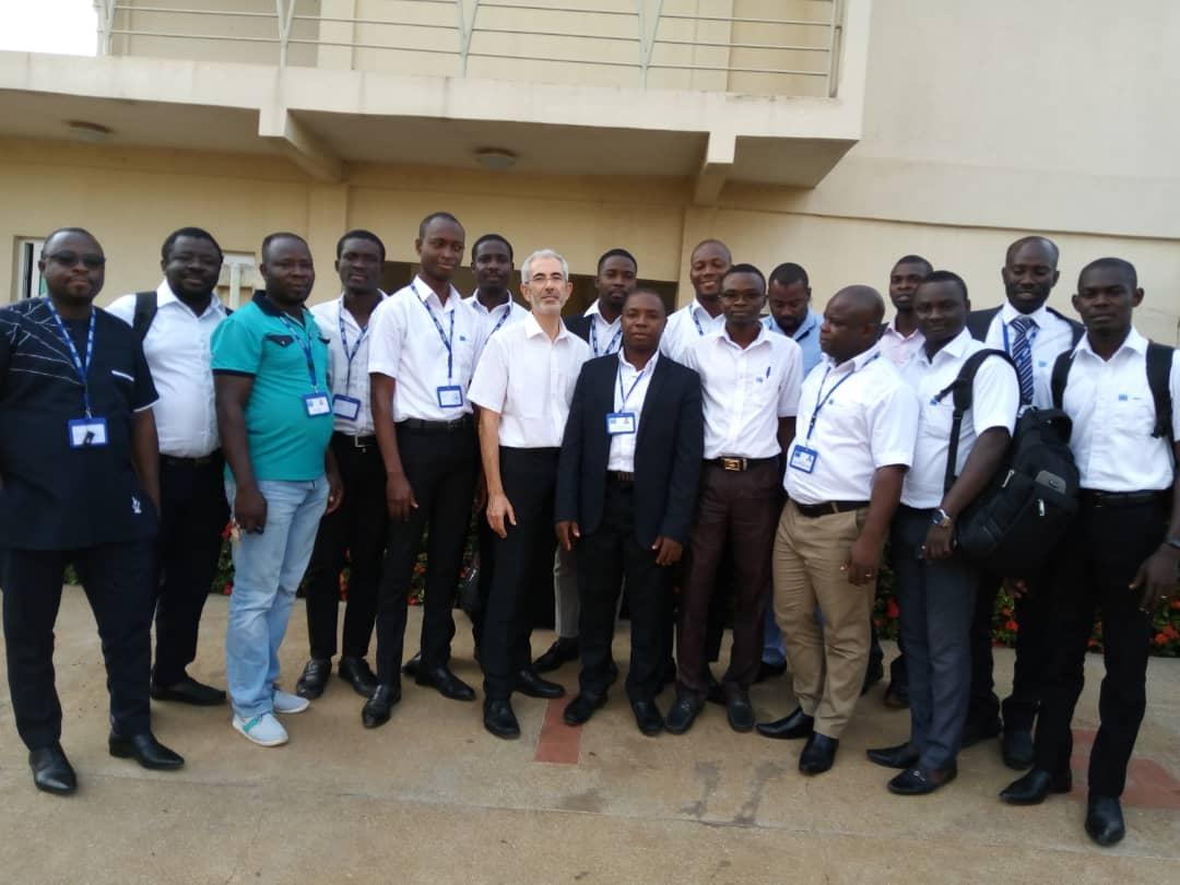 Photo d'équipe au CHU d'Atakpamé en décembre 2019